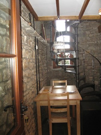 Tunnel Cottages: 'Arian' - one-bedroom cottage dining ares