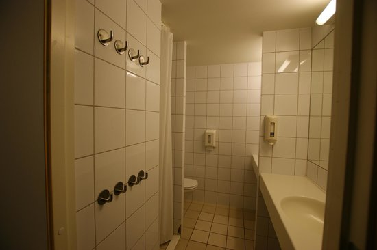 Perminalen Hotel: ванная комната