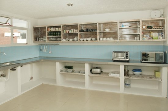 BoutiQuito Design Hostel : Our kitchen, fully equipped. For us is not only about design, but functionality in spaces