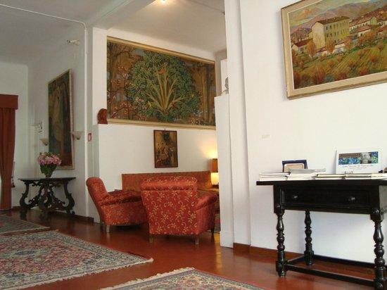 Rilassarsi dentro fra i quadri dal pittore chini foto di hotel