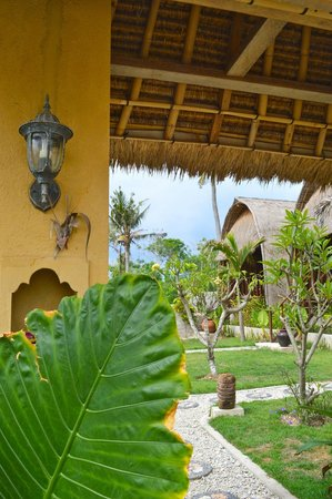 Sunset Coin Lembongan: entry with view on the cottages