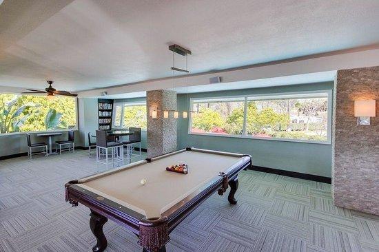 San Diego RV Resort : San Diego RV Lounge