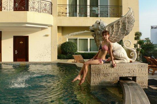 LK Renaissance: Вот такой симпатичный бассейн