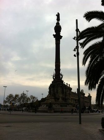 Hotel Arc La Rambla: 5 mins walk from this iconic monument