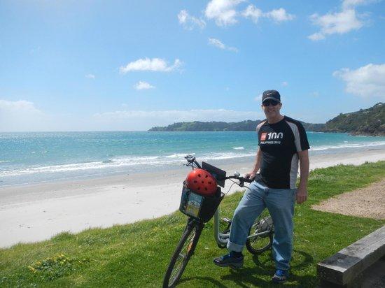 Ilha Waiheke, Nova Zelândia: stop when u want, vineyards, unspoilt bays, beaches @ cafes