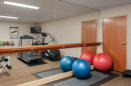 Mediterranean Inn: Fitness Room