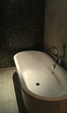 Titanic Business Bayrampaşa: Bathtub