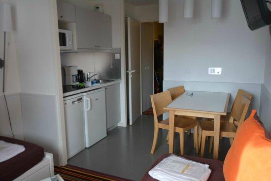 Pierre & Vacances Residence Tilia : Общий вид столовой