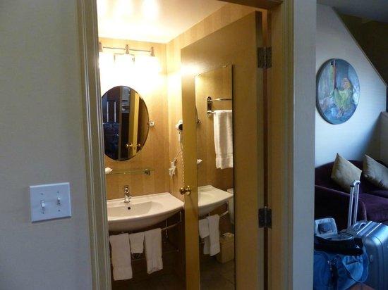 Swans Hotel & Brewpub : Bathroom