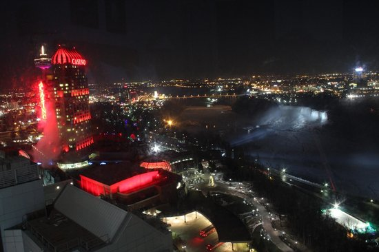 Embassy Suites by Hilton Niagara Falls Fallsview Hotel: Another night view