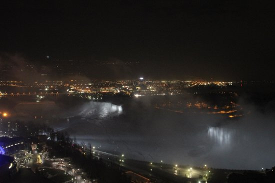 Embassy Suites by Hilton Niagara Falls Fallsview Hotel: Another night view...