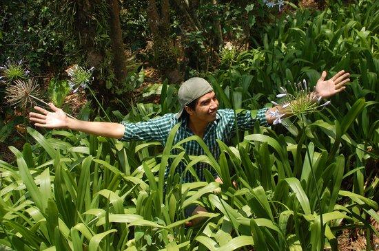Selva Negra Mountain Resort: My Nica friend enjoying the flowers