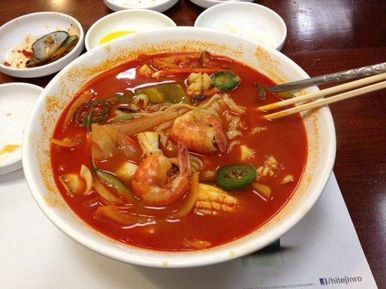 Woo Chon Restaurant : Jampong at Woo Chon