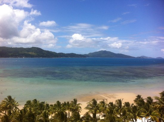 Whitsunday Apartments Hamilton Island: The view from our room - outgoing tide