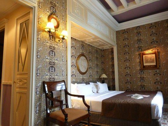 Hotel des Grands Hommes : 2nd floor room