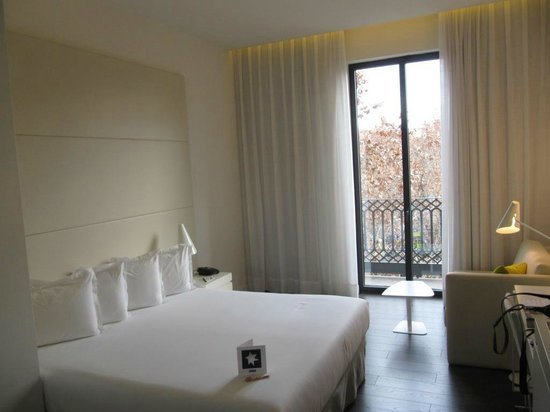 H10 Urquinaona Plaza Hotel: our room