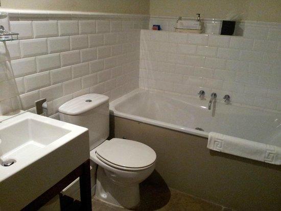 The White Swan Inn: Lovely big, deep bath tub!