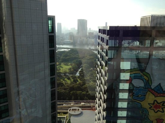 Park Hotel Tokyo: Hama Rikyu gardens seen from the room