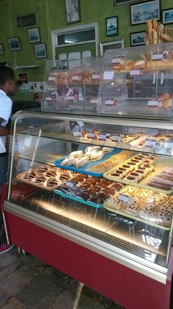 Petionville, Haïti : The pastry counter