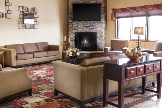 Heartland Inn - Coralville: Relax in our lobby!