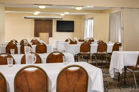 Heartland Inn - Coralville: Meeting Room