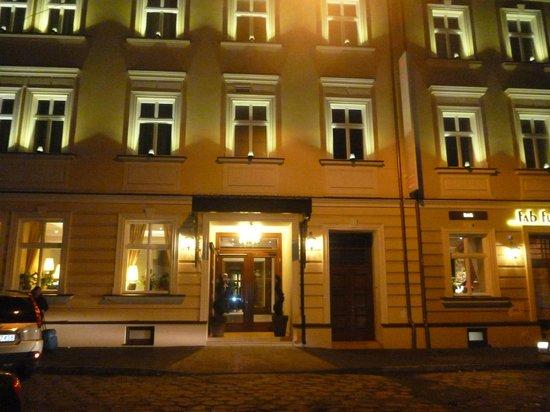 Metropolitan Boutique Hotel : Outside of hotel.