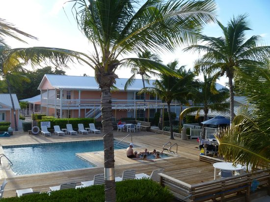 Little Cayman Beach Resort : View of pool area