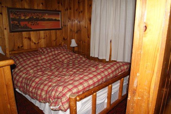 Chalets Le Village Suisse: Bed