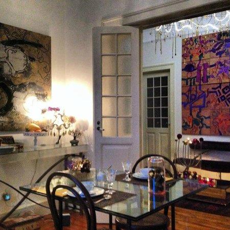 Whatever Art Bed & Breakfast : Breakfast nook (indoor option)