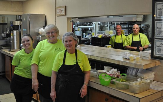 Ed & Kay's Restaurant: mid-afternoon staff