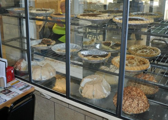 Ed & Kay's Restaurant: mid-day pie selections