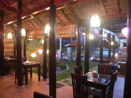 Golden Fish restaurant & bar : Golden Fish Inner