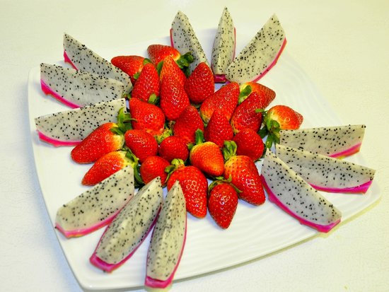 Sunmei Taiwanese Cuisine: Dragon Fruit with Strawberry