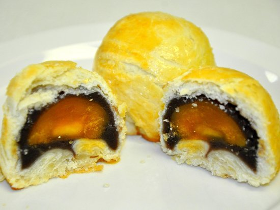 Sunmei Taiwanese Cuisine: Sweet Red Bean with duck yolk Pastry