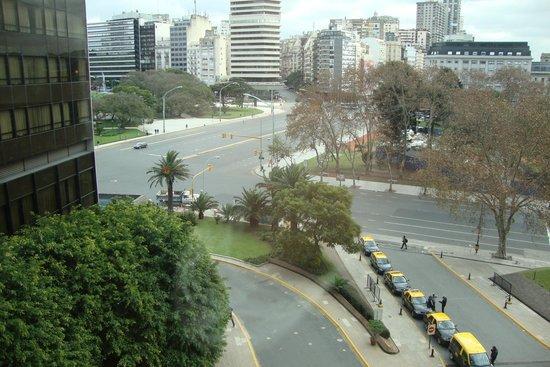 Sheraton Buenos Aires Hotel & Convention Center : Vista da janela do meu quarto (frente do hotel)
