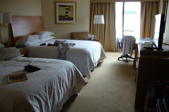 Sheraton Buenos Aires Hotel & Convention Center : O quarto que me hospedei.