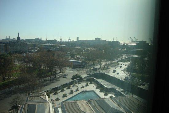 Sheraton Buenos Aires Hotel & Convention Center : Vista da janela de outro quarto (fundos do hotel)