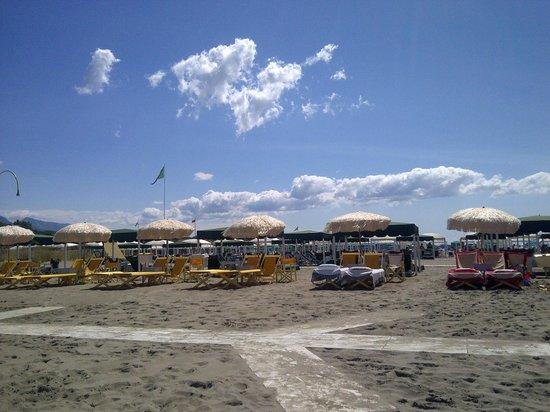 Le Pleiadi: la spiaggia di forte (il nostro bagno)