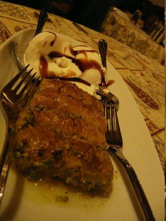 Topdeck Cave Restaurant: Baklava is a 10/10!