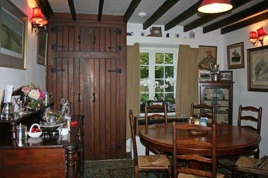 Little Broom: Breakfast room