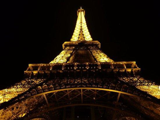 PARISCityVISION: Tower is impressive at night