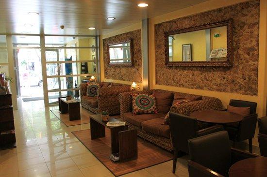 Alexandra Aparthotel : Reception area