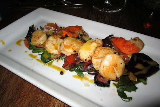 Pan-fried scallops at Oliver's Falmouth