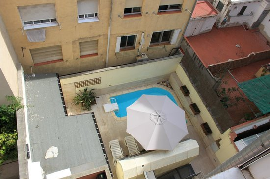 Alexandra Aparthotel: View from the room/swimming pool