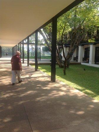 Anantara Chiang Mai Resort: Walking to breakfast