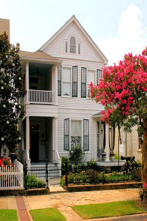 RIsing Sun Bed and Breakfast : 1893 Queene Anne