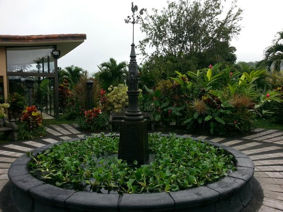 Arenal Kioro Suites & Spa: Small park near the pool