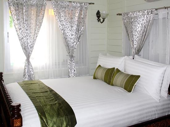 W Home Bangkok: bed