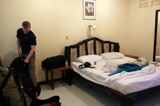 Market Motel: bed
