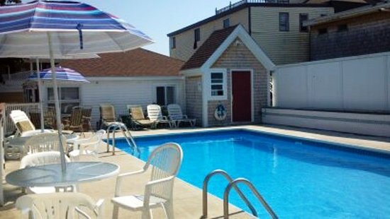Beach Villa Motel & Cottages: Pool 2